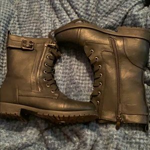Light weight combat boots